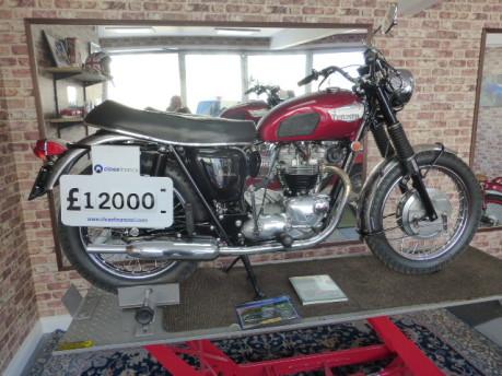 Triumph Bonneville T120 2