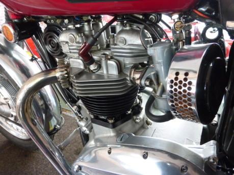 Triumph Bonneville T120 11
