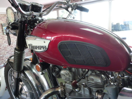 Triumph Bonneville T120 12