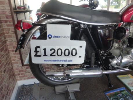 Triumph Bonneville T120 16