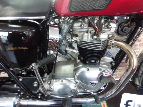 Triumph Bonneville T120 18