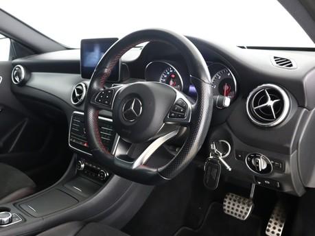 Mercedes-Benz Gla Class GLA 200 D 4MATIC AMG LINE EXECUTIVE 8