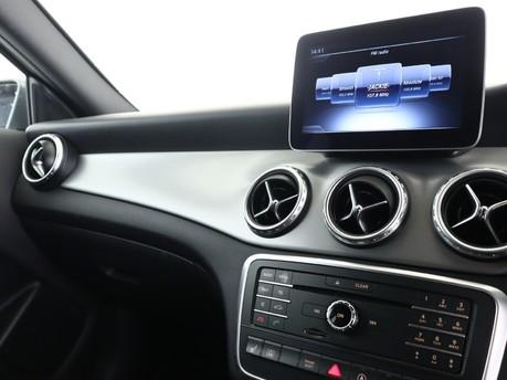 Mercedes-Benz Gla Class GLA 200 D 4MATIC AMG LINE EXECUTIVE 9