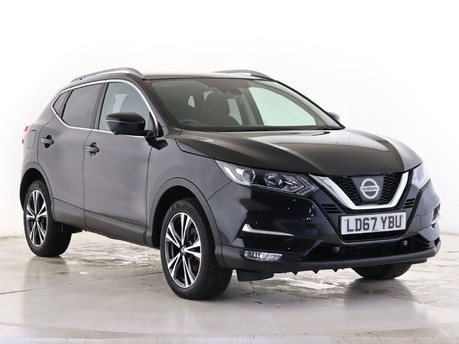 Nissan Qashqai 1.5 dCi N-Connecta [Glass Roof Pack] 5dr Hatchback