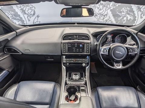 Jaguar XE R-SPORT 19