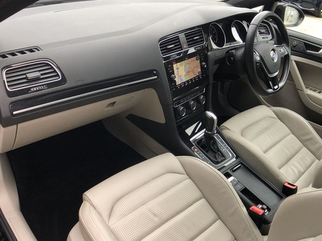 Volkswagen Golf GT TSI EVO DSG 11