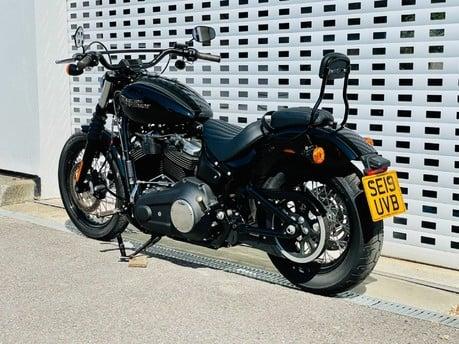 Harley-Davidson Softail SOFTAIL STREET BOB 19