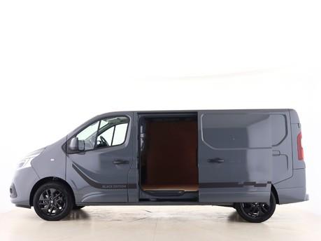 Renault Trafic LL30 ENERGY dCi 170 Black Edition Van EDC 4
