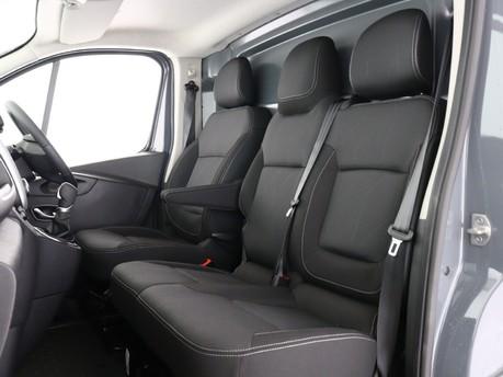 Renault Trafic LL30 ENERGY dCi 170 Black Edition Van EDC 11