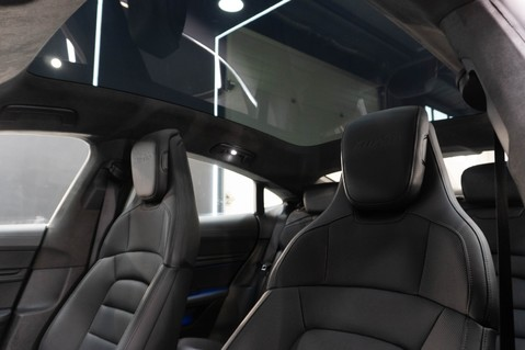 Porsche Taycan Turbo, Sport Chrono Passenger Display Screen 35