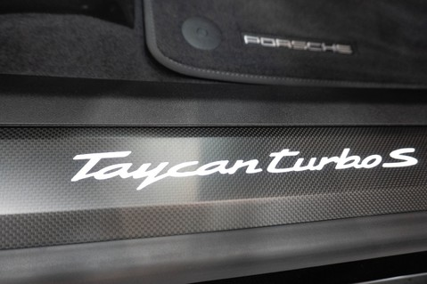 Porsche Taycan TURBO S Passenger Display Burmester 3D Sound 13