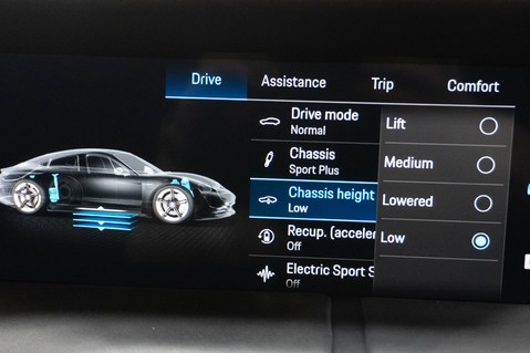 Porsche Taycan TURBO S Passenger Display Burmester 3D Sound 18