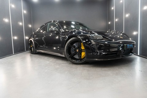 Porsche Taycan TURBO S Passenger Display Burmester 3D Sound 1