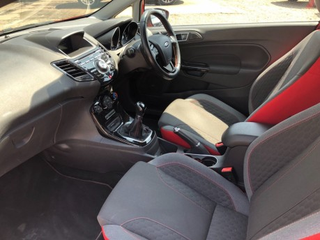 Ford Fiesta 1.0 EcoBoost Zetec S Red Edition (s/s) 3dr 17