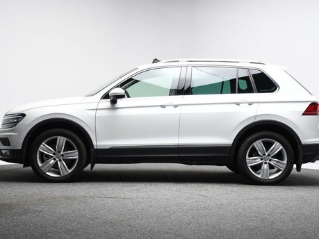 Volkswagen Tiguan *PANORAMIC ROOF*VIRTUAL COCKPIT* 2.0 SEL TDI 4MOTION DSG 5d 188 BHP *PANORA 7