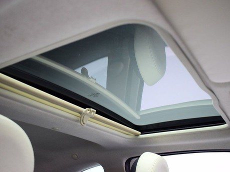Fiat 500 *SUNROOF* 1.2 LOUNGE 3d 69 BHP Bluetooth - U Connect - AUX 3