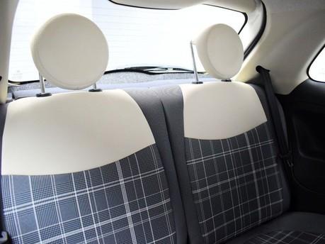 Fiat 500 *SUNROOF* 1.2 LOUNGE 3d 69 BHP Bluetooth - U Connect - AUX 10