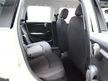 Mini Hatch 1.5 COOPER 5d 134 BHP DAB Radio - Bluetooth - AUX - USB 9