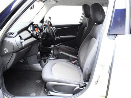 Mini Hatch 1.5 COOPER 5d 134 BHP DAB Radio - Bluetooth - AUX - USB 10
