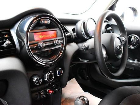 Mini Hatch 1.5 COOPER 5d 134 BHP DAB Radio - Bluetooth - AUX - USB 12