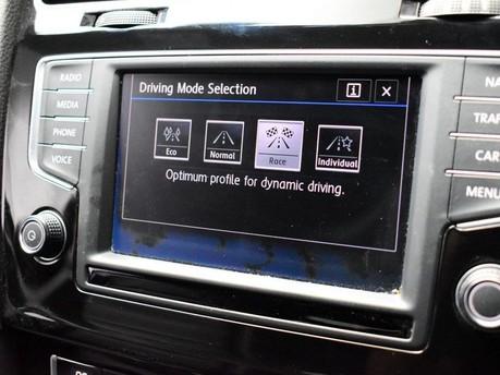 Volkswagen Golf 2.0 R DSG 3d 298 BHP DAB Radio -Touchscreen Infotainment 3