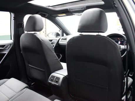 Volkswagen Golf 2.0 R TSI DSG 5d 306 BHP ** PANORAMIC SUNROOF ** ***PANORAMIC ROOF- DIGITAL 27