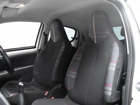 Peugeot 108 1.2 ALLURE 5d 82 BHP 9