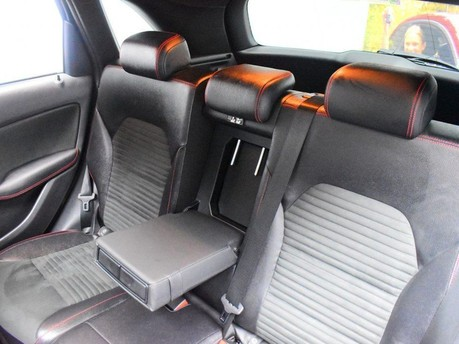 Mercedes-Benz B Class 2.1 B 200 D AMG LINE PREMIUM PLUS 5d 134 BHP 9