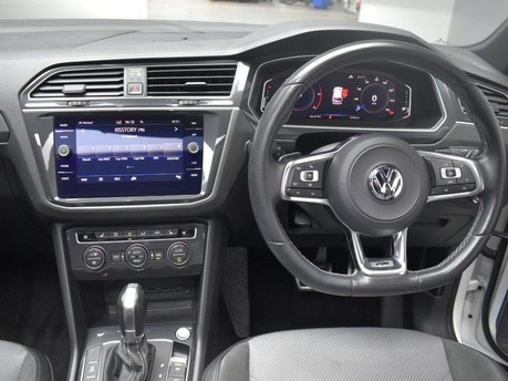 Volkswagen Tiguan 2.0 R-LINE TECH TDI 4MOTION DSG 5d 148 BHP *** PAN 19