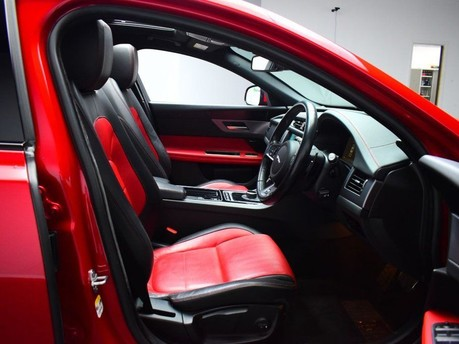 Jaguar XF *PANORAMIC ROOF*2.0 R-SPORT 4d 177 BHP ***PANORAMIC ROOF- DIGI DASH *** 8