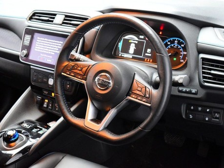 Nissan LEAF *KEYLESS GO*DRIVER ASSIST* N-CONNECTA 5d 148 BHP SAT NAV - 360 DEGREES CAME 2