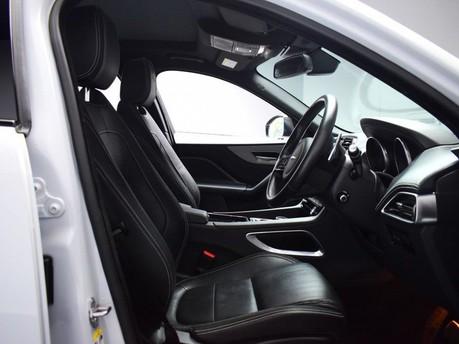 Jaguar F-Pace **PANORAMIC ROOF**3.0 V6 S AWD 5d 296 BHP ***PANORAMIC GLASS SUNROOF*** 7