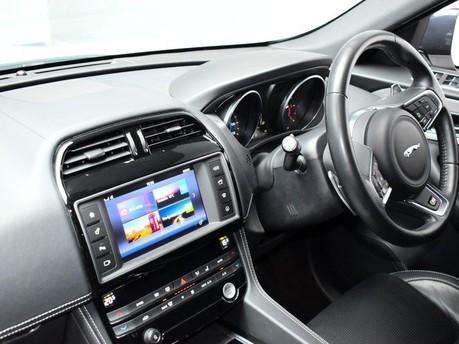 Jaguar F-Pace **PANORAMIC ROOF**3.0 V6 S AWD 5d 296 BHP ***PANORAMIC GLASS SUNROOF*** 10