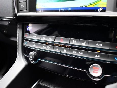 Jaguar F-Pace **PANORAMIC ROOF**3.0 V6 S AWD 5d 296 BHP ***PANORAMIC GLASS SUNROOF*** 14