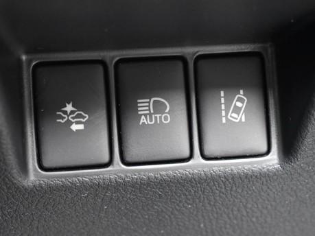 Toyota Yaris VVT-I DESIGN 19