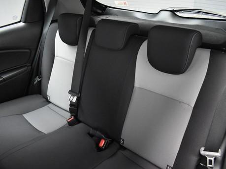 Toyota Yaris VVT-I DESIGN 24