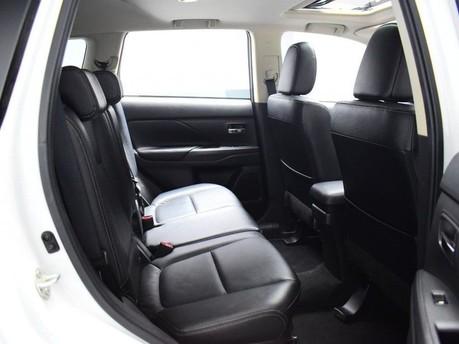 Mitsubishi Outlander *PANORAMIC SUNROOF *2.3 DI-D 4 5d 147 BHP *** 7 SEATS + PANORAMIC SUNROOF * 9