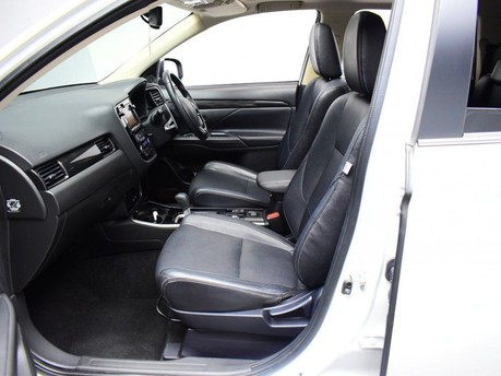 Mitsubishi Outlander *PANORAMIC SUNROOF *2.3 DI-D 4 5d 147 BHP *** 7 SEATS + PANORAMIC SUNROOF * 10