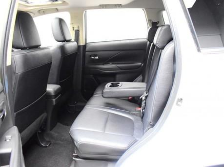 Mitsubishi Outlander *PANORAMIC SUNROOF *2.3 DI-D 4 5d 147 BHP *** 7 SEATS + PANORAMIC SUNROOF * 11