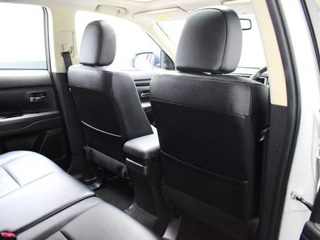 Mitsubishi Outlander *PANORAMIC SUNROOF *2.3 DI-D 4 5d 147 BHP *** 7 SEATS + PANORAMIC SUNROOF * 23