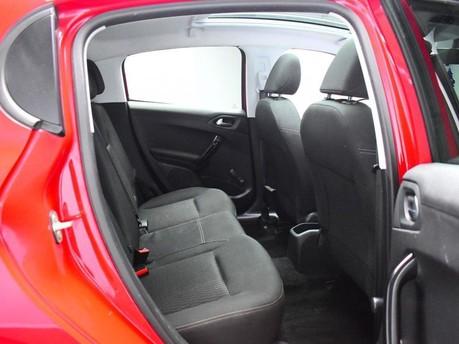 Peugeot 208 STYLE 9