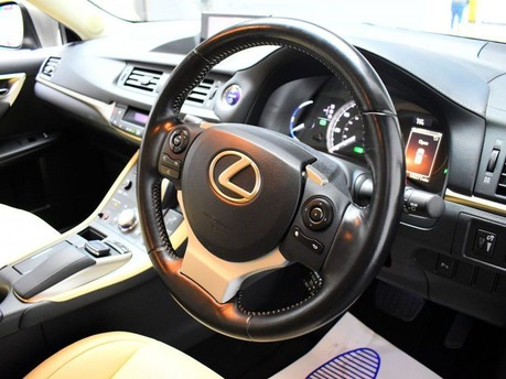 Lexus CT 200H LUXURY 2