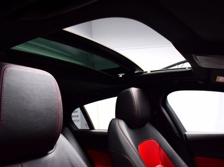Jaguar XE R-SPORT 3