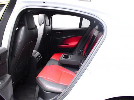 Jaguar XE R-SPORT 11