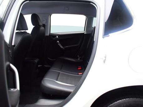 Peugeot 2008 E-HDI ALLURE 11