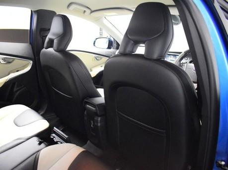 Volvo V40 D3 CROSS COUNTRY LUX NAV 17