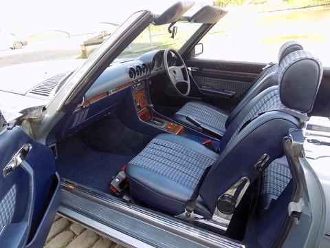 Mercedes-Benz SL Series 280 SL 6