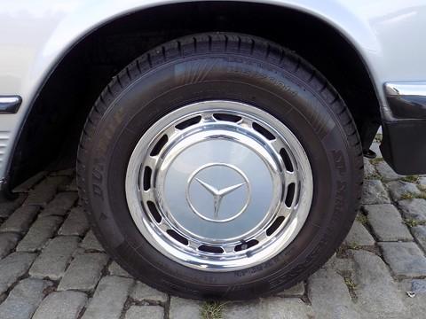 Mercedes-Benz SL Series 280 SL 22