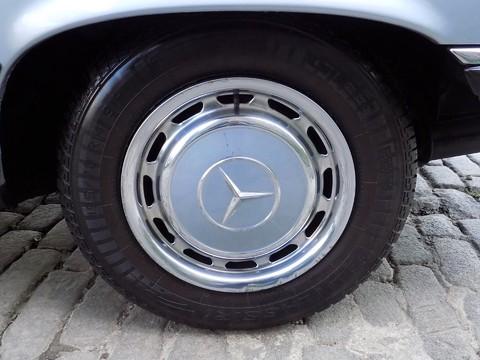 Mercedes-Benz SL Series 280 SL 25