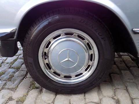 Mercedes-Benz SL Series 280 SL 3